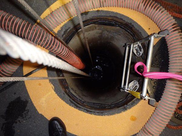 防火水槽の水抜き作業